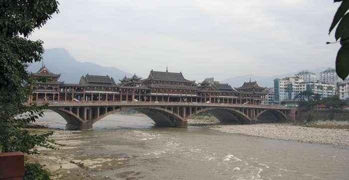 Ya'an kentindeki Qinqyi Nehri